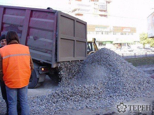 У Тернополі вантажний автомобіль провалився крізь асфальт (ФОТО) (фото) - фото 2