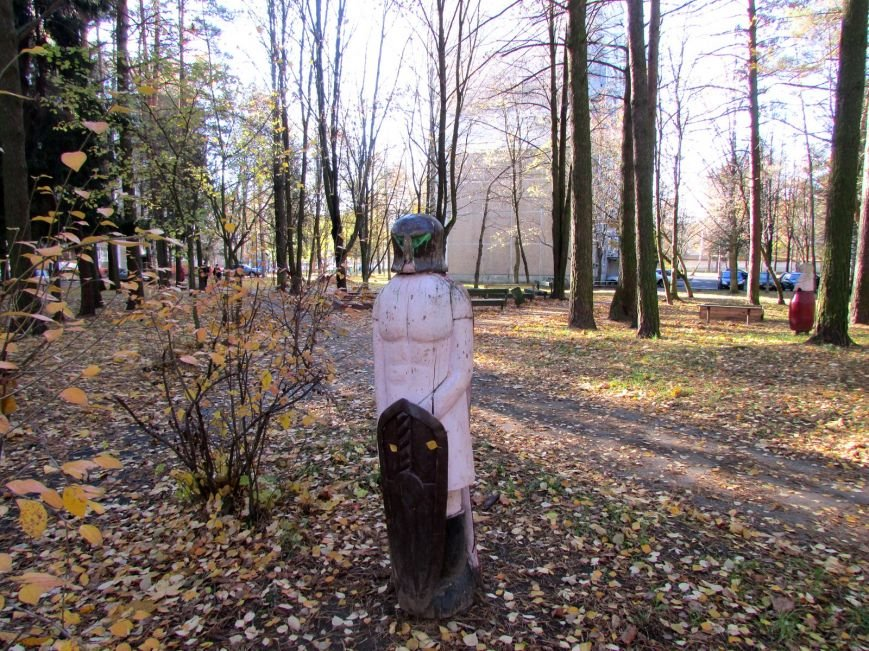 Дракон, обезьяны и медведь: фотопрогулка по дворам и паркам Новополоцка, фото-6