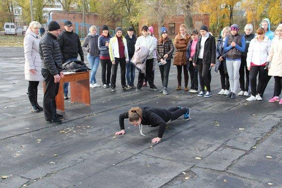 Будущие черниговские полицейские сдают физкультуру (фото) - фото 2