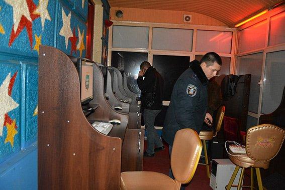 В Николаеве милиция и общественники в очередной раз прикрыли игорное заведение (ФОТО) (фото) - фото 4