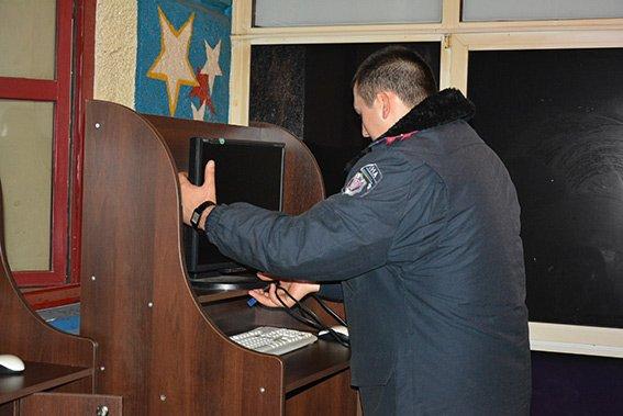 В Николаеве милиция и общественники в очередной раз прикрыли игорное заведение (ФОТО) (фото) - фото 3