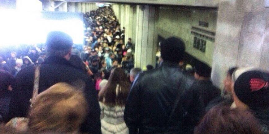 Из-за поломки поезда в харьковском метро случилась массовая давка (ФОТО) (фото) - фото 1