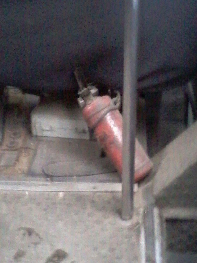 Николаевский маршрутчик «спрятал» аптечку под слоем пыли (фото) - фото 1