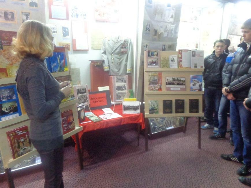 Красноармейский исторический музей почтил подвиг украинского народа в борьбе с нацизмом (фото) - фото 2