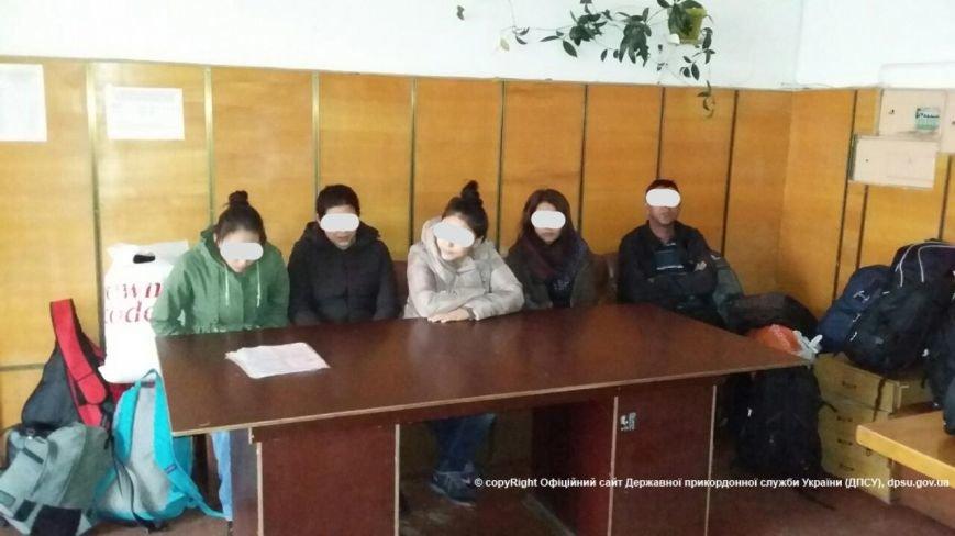 В Киеве в хостеле задержали 16 нелегалов из Азии (ФОТО), фото-2