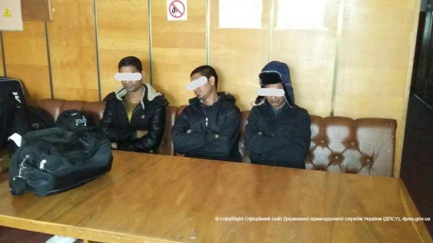 В Киеве в хостеле задержали 16 нелегалов из Азии (ФОТО), фото-1