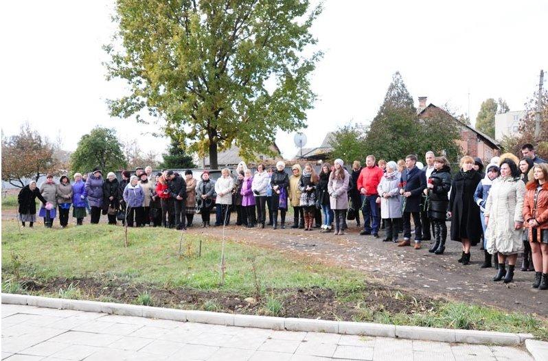 По случаю 71-й годовщины освобождения Украины от нацистских захватчиков в Славянске состоялся митинг-реквием (фото) - фото 2