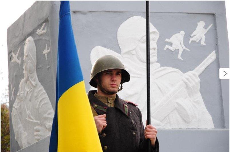 По случаю 71-й годовщины освобождения Украины от нацистских захватчиков в Славянске состоялся митинг-реквием (фото) - фото 1
