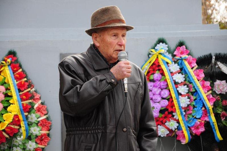 По случаю 71-й годовщины освобождения Украины от нацистских захватчиков в Славянске состоялся митинг-реквием (фото) - фото 3