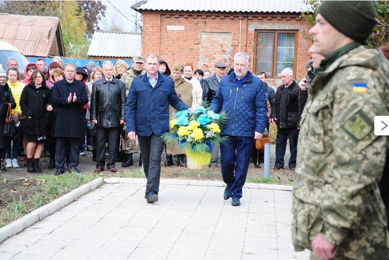 По случаю 71-й годовщины освобождения Украины от нацистских захватчиков в Славянске состоялся митинг-реквием (фото) - фото 5