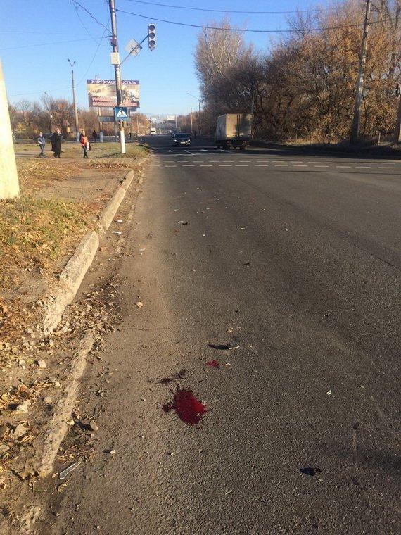 В Краматорске автомобиль сбил пешехода на переходе (фото) - фото 1