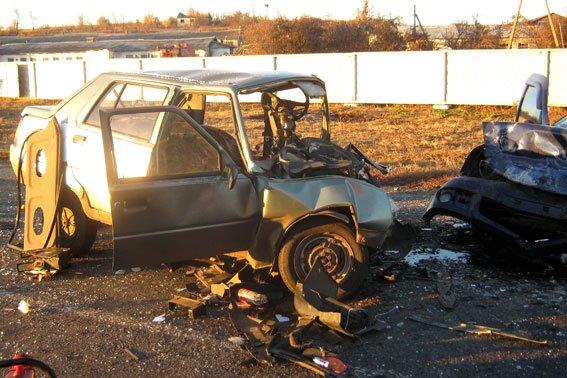 На Полтавщині ЗАЗ «влетів» у Reno: загинуло двоє, троє травмовано (ФОТО) (фото) - фото 1