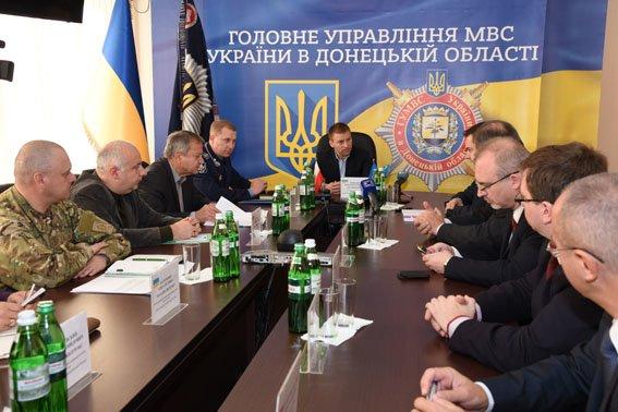 Заместитель Министра иностранных дел и посол Польши оценили уровень правопорядка в Мариуполе (ФОТО) (фото) - фото 1