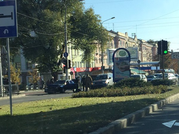 Боевики «ДНР» в центре Донецка протаранили авто, а затем зверски избили водителя (ФОТО) (фото) - фото 1