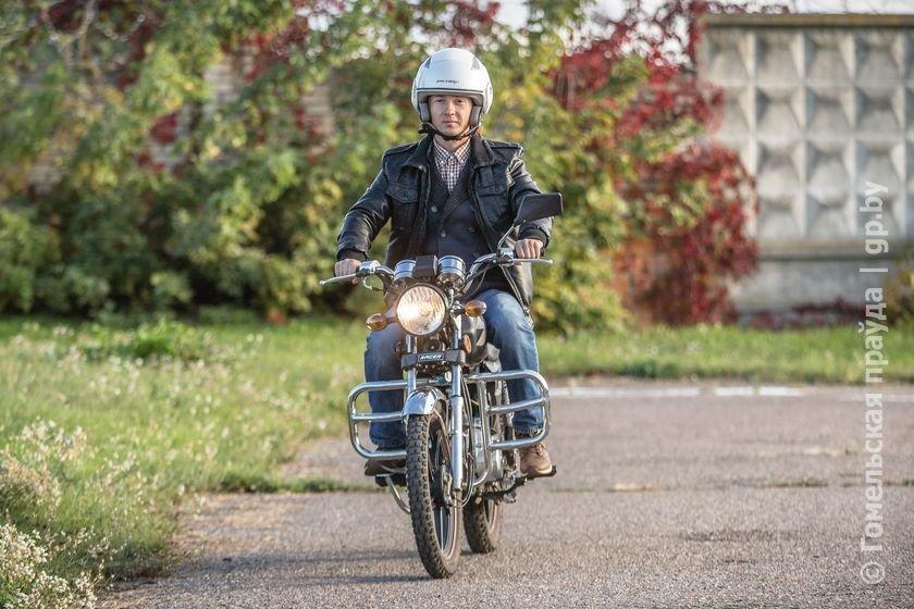 Бизнес по-гомельски: молодой предприниматель купил мотоцикл и сдает его напрокат всем желающим (фото) - фото 1