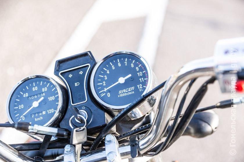 Бизнес по-гомельски: молодой предприниматель купил мотоцикл и сдает его напрокат всем желающим (фото) - фото 3