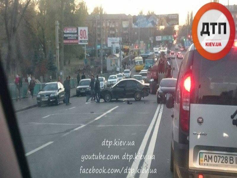 На Дорогожичах столкнулись три автомобиля (ФОТО), фото-4