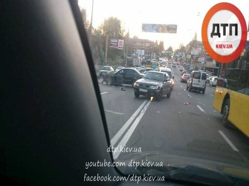 На Дорогожичах столкнулись три автомобиля (ФОТО), фото-3