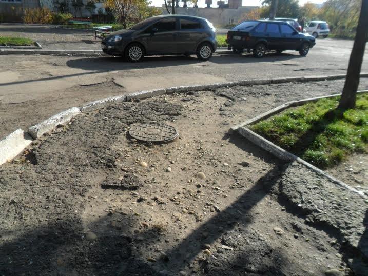 25 років без ремонту: Мешканці вулиці Китайської скаржаться на розбиту дорогу (ФОТО+ВІДЕО) (фото) - фото 1