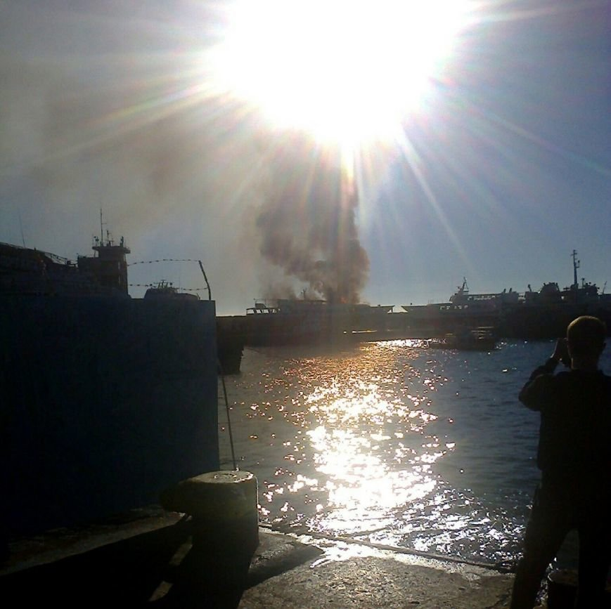 В Крыму произошел пожар на прогулочном судне (ФОТО, ВИДЕО), фото-1