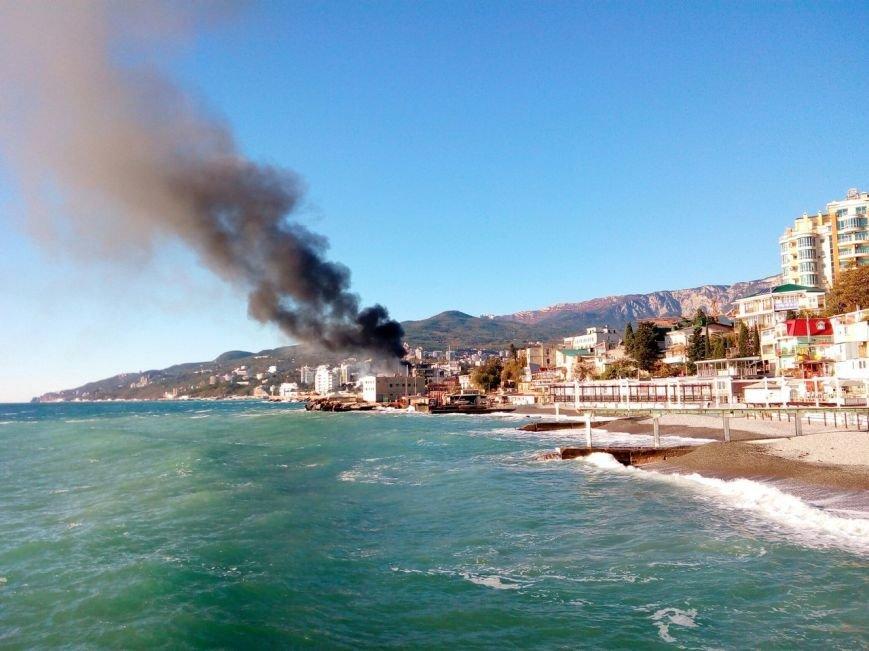 В Крыму произошел пожар на прогулочном судне (ФОТО, ВИДЕО), фото-4