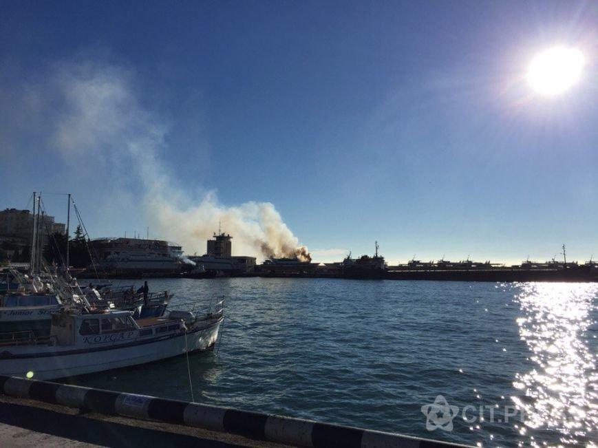 В Крыму произошел пожар на прогулочном судне (ФОТО, ВИДЕО), фото-3