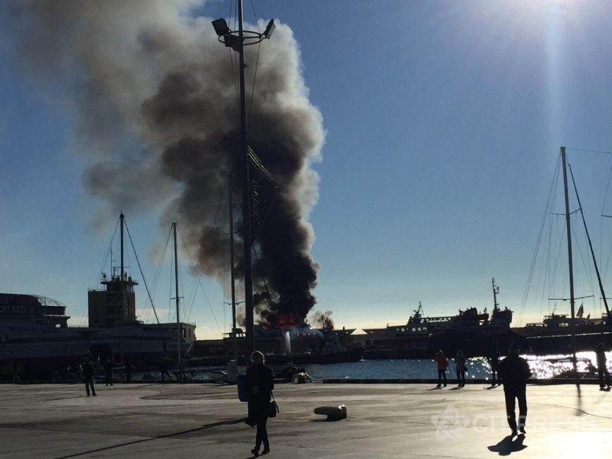 В Крыму произошел пожар на прогулочном судне (ФОТО, ВИДЕО), фото-2
