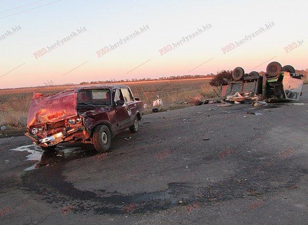Под Бердянском – ДТП с участием грузовика военных, - ФОТО (фото) - фото 1