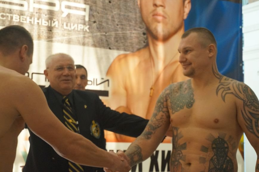 Участники грандиозного вечера бокса в Кривом Роге  прошли официальную процедуру взвешивания (ФОТО) (фото) - фото 7