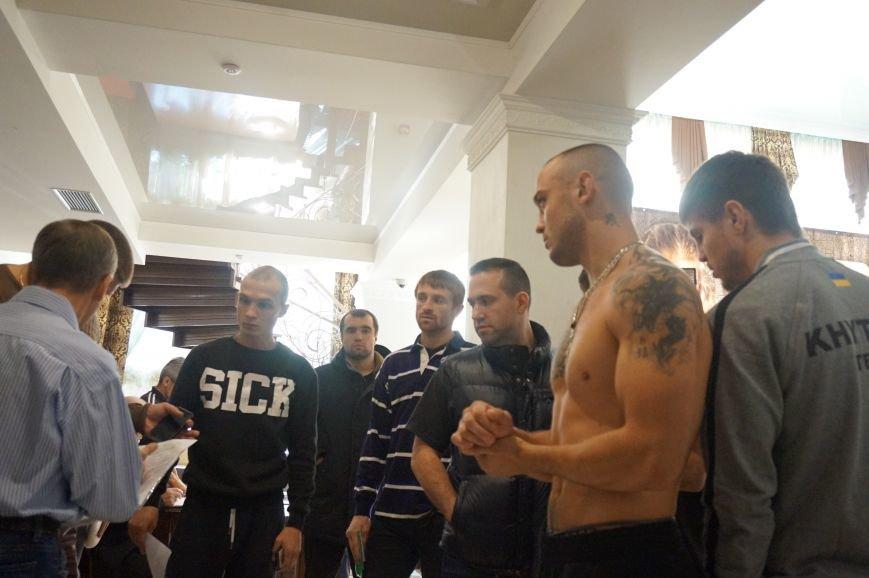 Участники грандиозного вечера бокса в Кривом Роге  прошли официальную процедуру взвешивания (ФОТО) (фото) - фото 8