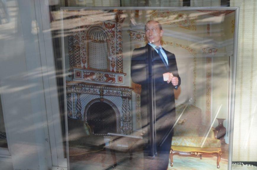 «Неформальный Путин» перекочевал в Главпочтамт Симферополя (ФОТО) (фото) - фото 4