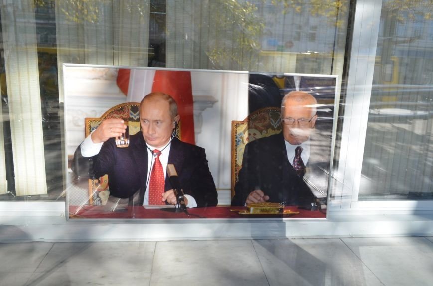 «Неформальный Путин» перекочевал в Главпочтамт Симферополя (ФОТО) (фото) - фото 3