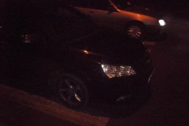 На Салтовке ДТП: водитель сбил мать с пятилетним ребенком (фото) - фото 1