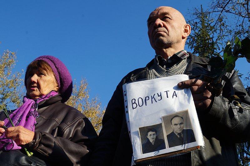 «Ты с немцами одним воздухом дышала, этого достаточно». В Белгороде прошла акция памяти жертв политических репрессий (фото) - фото 3