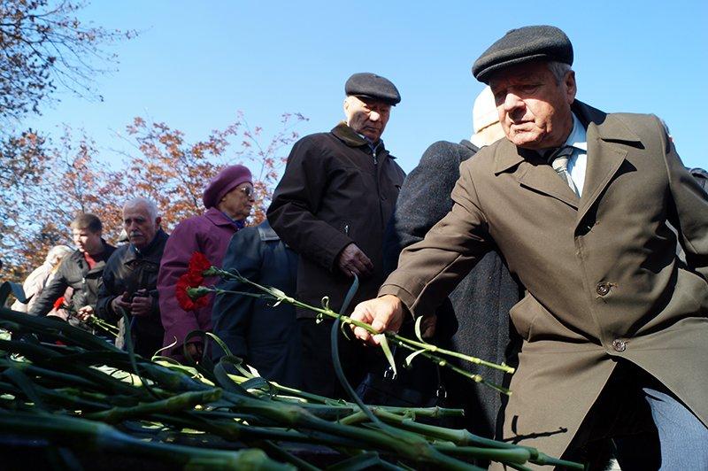 «Ты с немцами одним воздухом дышала, этого достаточно». В Белгороде прошла акция памяти жертв политических репрессий (фото) - фото 1
