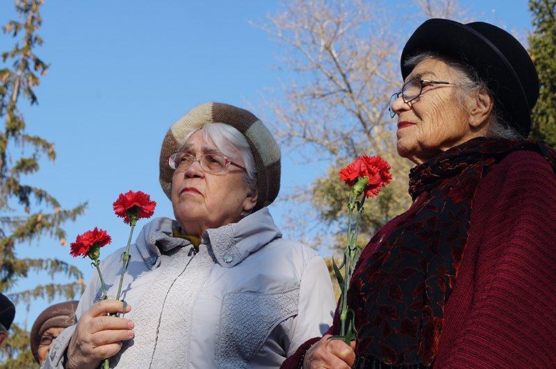 «Ты с немцами одним воздухом дышала, этого достаточно». В Белгороде прошла акция памяти жертв политических репрессий (фото) - фото 2