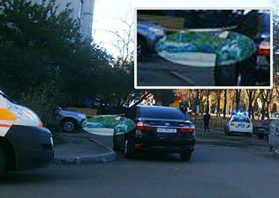 В Харькове возле дома лежит труп мужчины, выпавшего из окна (ФОТО) (фото) - фото 1
