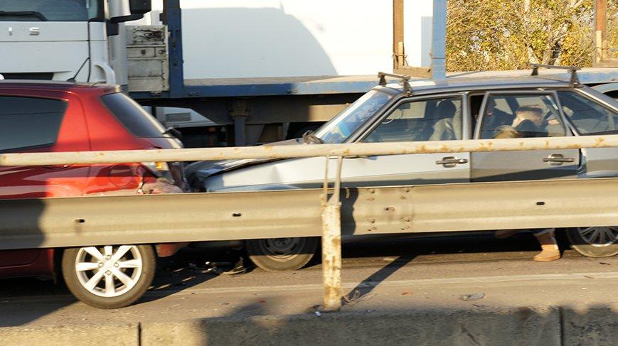 ДТП с фурой на Южном мосту спровоцировало огромную пробку (ФОТО) (фото) - фото 1