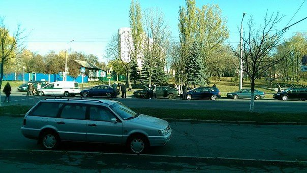 Фотофакт: в Гомеле напротив ГГУ произошло ДТП с участием четырех машин (фото) - фото 1