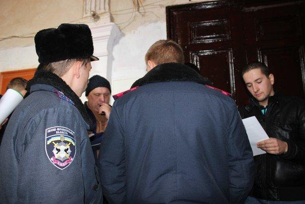 В Івано-Франківську жінку разом із сином силоміць виселили з квартири. ФОТО+ВІДЕО (фото) - фото 9