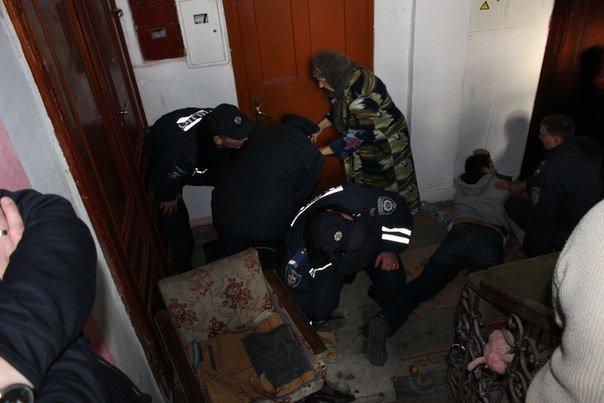 В Івано-Франківську жінку разом із сином силоміць виселили з квартири. ФОТО+ВІДЕО (фото) - фото 6