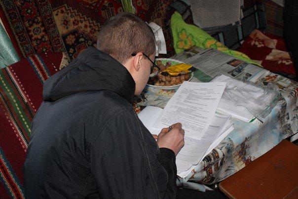 В Івано-Франківську жінку разом із сином силоміць виселили з квартири. ФОТО+ВІДЕО (фото) - фото 5