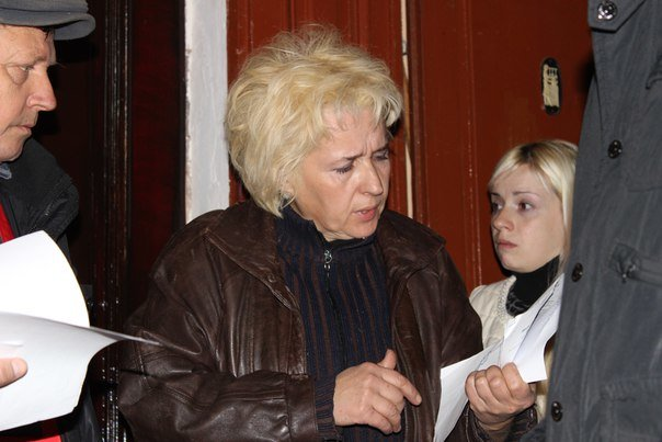 В Івано-Франківську жінку разом із сином силоміць виселили з квартири. ФОТО+ВІДЕО (фото) - фото 1
