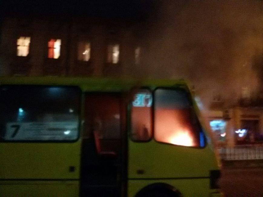 З'явилися фото, як у Львові загорілась маршрутка (ФОТО) (фото) - фото 1