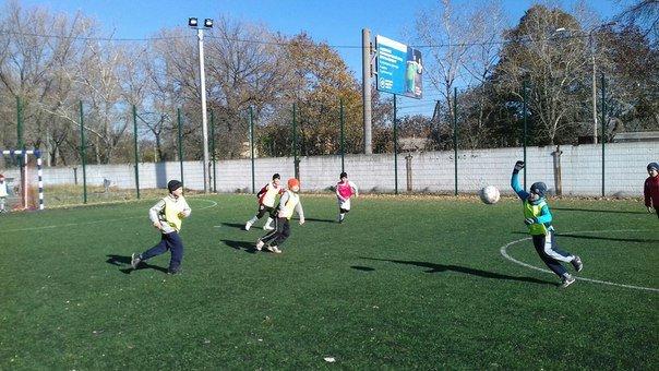 В Авдеевке закончились соревнования по мини-футболу между юными спортсменами 3-6 классов. Ждем оглашения результатов (фото) - фото 1