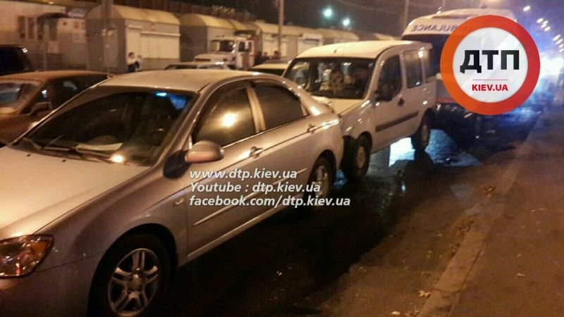 На Перова столкнулись 6 автомобилей, есть пострадавшие (ФОТО, ВИДЕО), фото-3