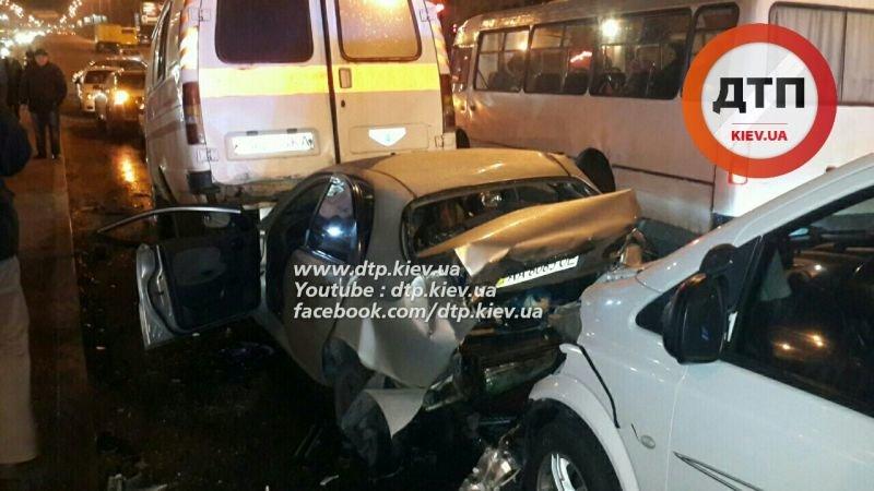 На Перова столкнулись 6 автомобилей, есть пострадавшие (ФОТО, ВИДЕО), фото-2