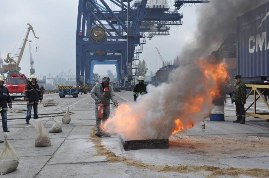 В одесском порту боролись с условной техногенной катастрофой (ФОТО) (фото) - фото 1