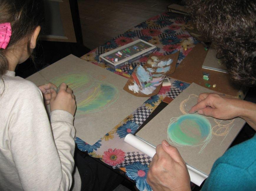 Елена Моренова научила жителей города Пушкина рисовать сухой пастелью (фото) - фото 1