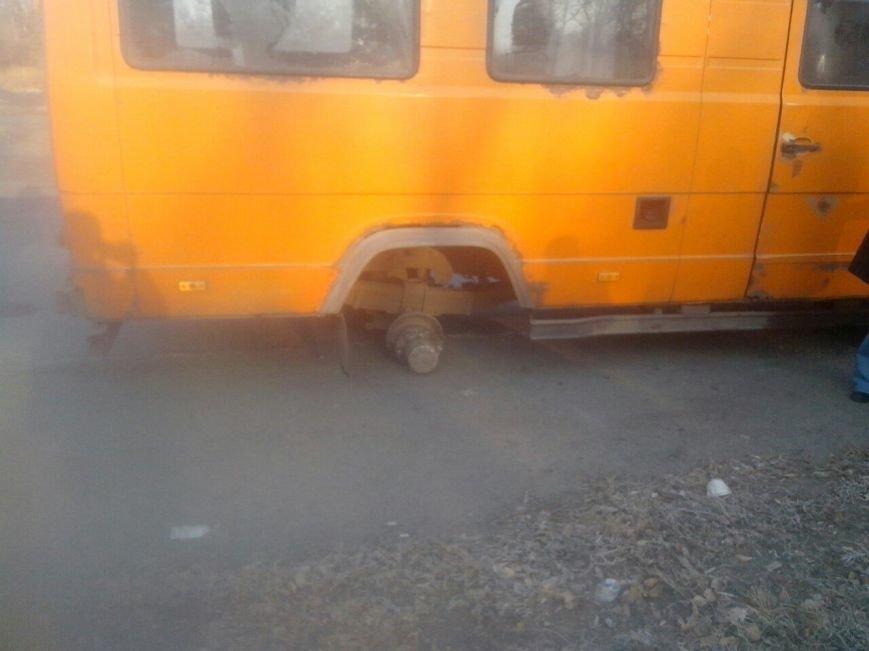 В Кривом Роге у маршрутки на ходу отпало колесо (ФОТО) (фото) - фото 2